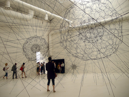 Tomas Saraceno, Giardini Galaxy forming along filaments, like Droplets along the Strands opf Spider's web, 2008
