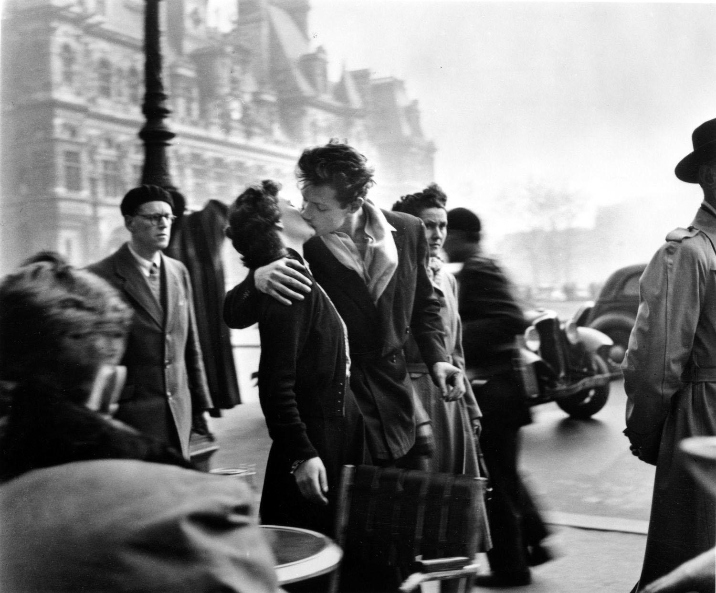 Il Bacio dell'Hotel de Ville, 1950_copyright © atelier Robert Doisneau