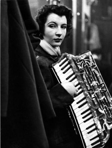 La ballata di Pierrette d'Orient, 1953_copyright © atelier Robert Doisneau