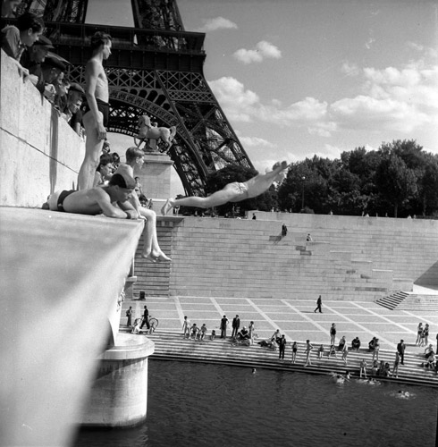 Pont d'Iéna, 1945_copyright © atelier Robert Doisneau