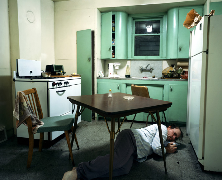 Jeff Wall, Insomnia, 1994. Lightbox, 172 x 213,5 cm. Courtesy dell'artista