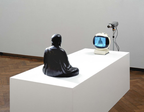 Nam June Paik TV-Buddha, 1974 © Nam June Paik