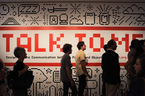 L'inaugurazione di Talk to me al MOMA