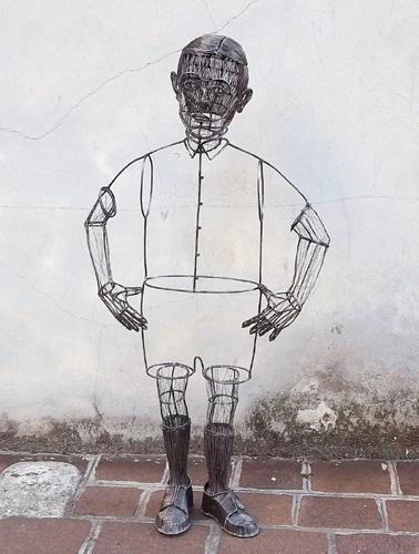 Roberto Fanari, Seconda B, 2012. Filo di ferro cotto, cm 106x40x20