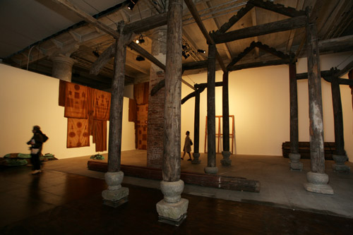 Danh Vo, Hoang Ly church, Thai Binh Province, Vietnam. 2013 Wood, steel, stone Foto: Francesco Galli Courtesy la Biennale di Venezia