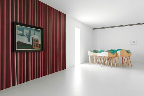 René Magritte - L'Univers Démasqué, 1932 Saadane Afif, Stratégie de l'Inquiétude, 1998