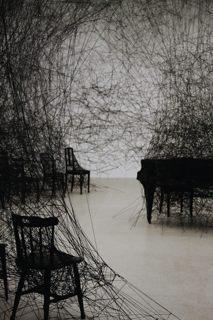 Chiharu-Shiota-In-Silence-2008-Galerie-Daniel-Templon