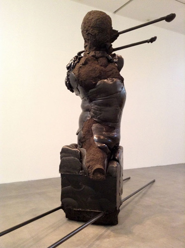 Alis/Filliol, MofoBOG, 2013. Poliuretano espanso, pigmenti, sabbia silicea, argilla, ferro, 350x150x700 cm