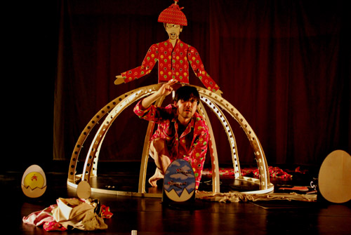 Mamoru Iriguchi, Into the skirt, performance, 2010