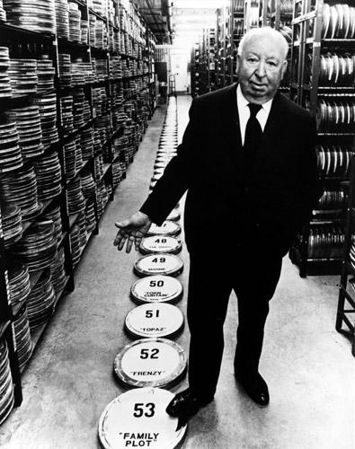 """Alfred Hitchcock promuove """"Complotto di Famiglia"""" (1976), suo 53° film"""
