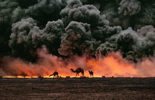 Petrolio in fiamme.  Campi petroliferi di al-Ahmadi, Kuwait, 1991