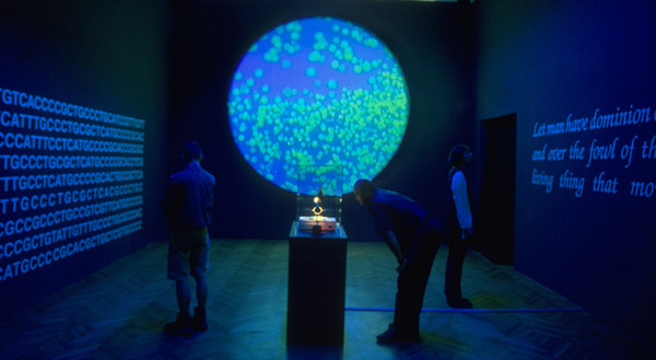 Eduardo Kac, Genesis Installazione transgenica, 1999