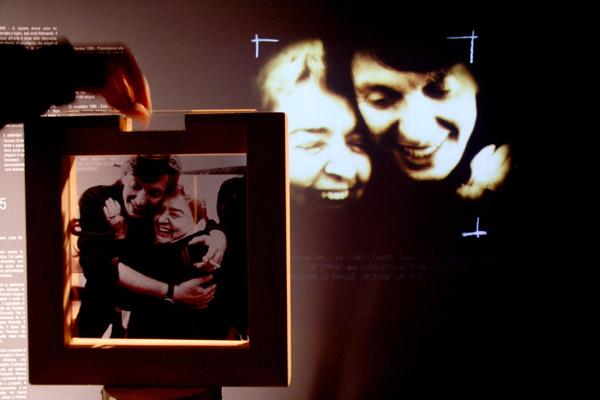 Fabrizio de André e Fernanda Pivano, Sala della vita  © Studio Azzurro Produzioni S.r.l. 2008