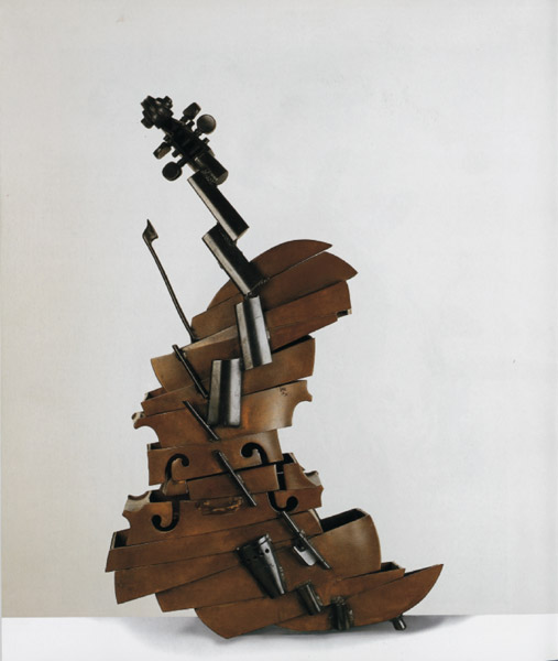 Arman  Coup d'un violon…And Just After Violon  Découpé, 1974  Sezione di violino inclusa nel cemento 85,5 x 31 x 12 cm  Collezione privata, courtesy Galleria Fonte d'Abisso, Milano