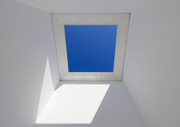 James Turrell, Skyspace I, 1974 Ambiente con taglio orizzontale verso il cielo aperto e luce fluorescente Panza Collection, Gift, 1992. Prestito permanente al FAI