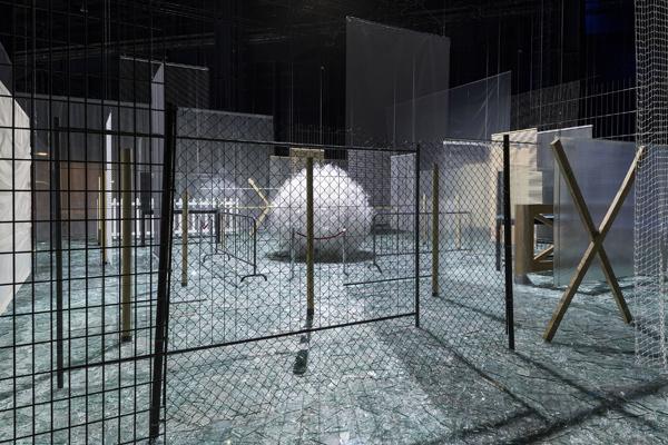 Através, 1983-1989 - Installation view at Fondazione HangarBicocca, 2014 Foto/Photo Agostino Osio - Courtesy Fondazione HangarBicocca, Milan; Cildo Meireles