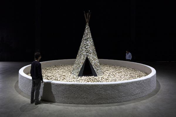 Olvido, 1987-1989 - Installation view at Fondazione HangarBicocca, 2014 Foto/Photo Agostino Osio - Courtesy Fondazione HangarBicocca, Milan; Cildo Meireles