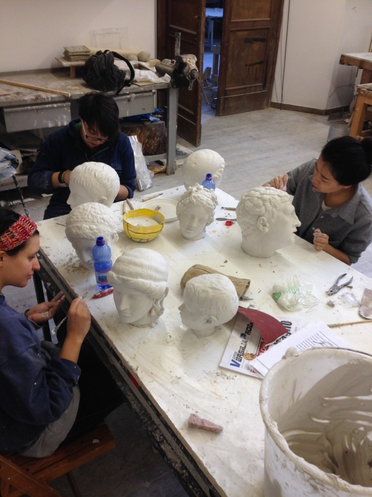 Gli studenti di Brera al lavoro sui calchi