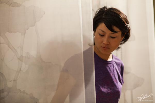 """L'artista Kaori Miyayama e l'installazione """"Le radici del cielo"""" Foto © Alessio Barbini"""