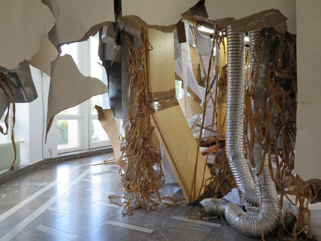 homas Hirschhorn Höhere Gewalt Installationsansicht 2014.  Courtesy of Nina Pohl/ Schinkel Pavillon