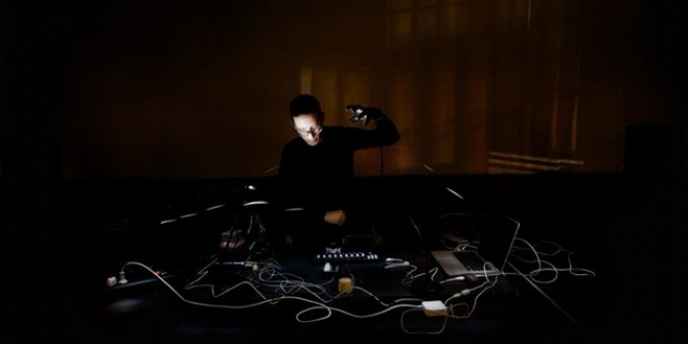 Marco Ceccotto, Squeezing Sounds Out Of Light, performance
