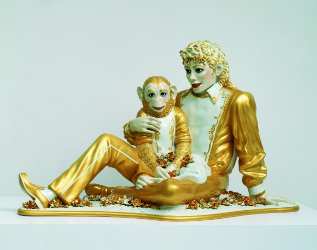 Michael Jackson and Bubbles, 1988. Photo : Douglas M. Parker Studios, Los Angeles Collection particulière © Jeff Koons