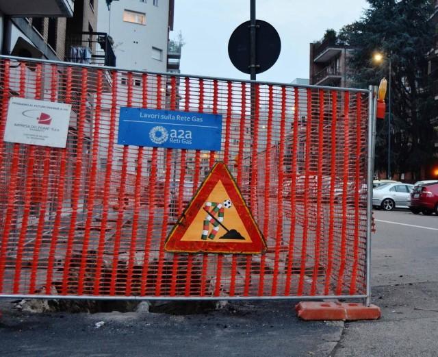 Fra.Biancoshock, Basta Un Ciao, 2014, 70x70 cm, segnale stradale, metallo. Courtesy l'artista