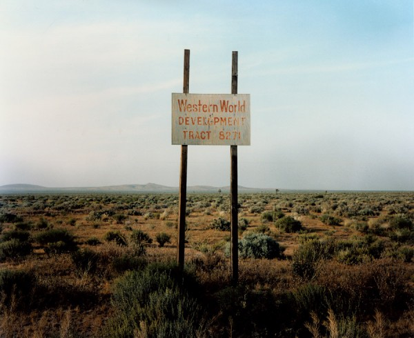 Wim Wenders, Western World Development, Near Four Corners, California © for the reproduced works and texts by Wim Wenders: Wim Wenders/Wenders Images/Verlag der Autoren, 1986