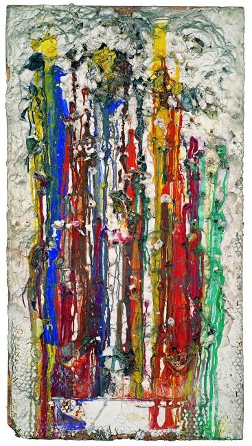 Grand Tir – Séance galerie J , 1961 . 143x77x7cm, plâtre, peinture et objets divers sur panneau d'aggloméré. © 2014 Niki Charitable Art Foundation, All rights reserved / Photo : Laurent Condominas