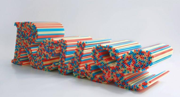 """Il Cracking Art Group è nato nel 1993 con """"un forte impegno sociale e ambientale unito ad un rivoluzionario, innovativo uso di materiali plastici che evocano una stretta relazione tra naturale e artificiale""""."""