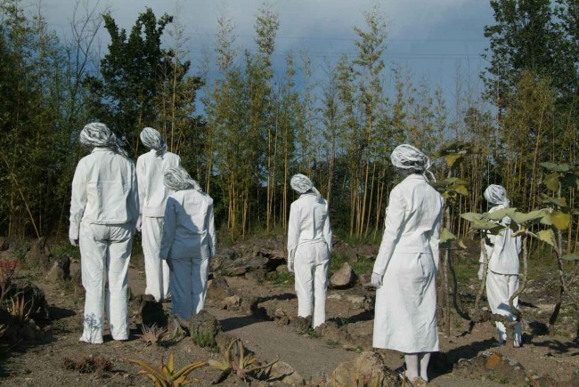 Compagnia teatrale TETRAEDRO, Quadrature, performance Orto Botanico, Viterbo, 2009, ph Francesco Cerra