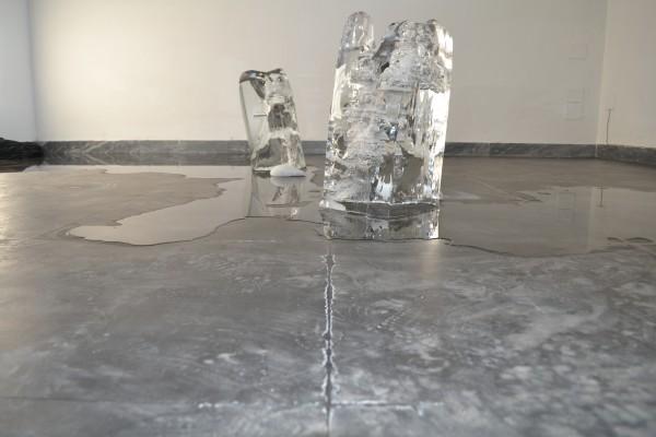Namsal Siedlecki, Volver, 2012, salgemma, ghiaccio, dimensioni variabili