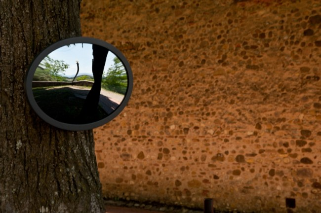 Tusciaelecta 2013, Dacia Manto, Claudeopsis. Lo sguardo di Claude, 2013. Giardino esterno Chiesa di Santa Lucia al Borghetto, Tavarnelle Val di Pesa © Francesco Niccolai