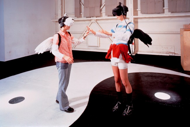 Hachiya Kazuhiko, Inter Dis-Communication Machine, installazione in realtà virtuale, 1993.