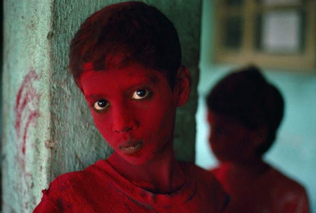 Steve McCurry, Red Boy, Holi Festival, Mumbai (Bombay), India, 1996