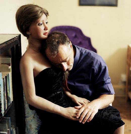"Elena Dorfman, Rebecca 1, 2001 dalla serie ""Still Lovers"" C-Prints, Aluminium 74,6 x 74,6 cm Courtesy l'artista © Elena Dorfman"