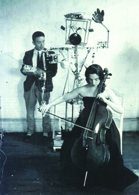 Nam June Paik e Charlotte Moorman, performance con Robot K-456, 1964