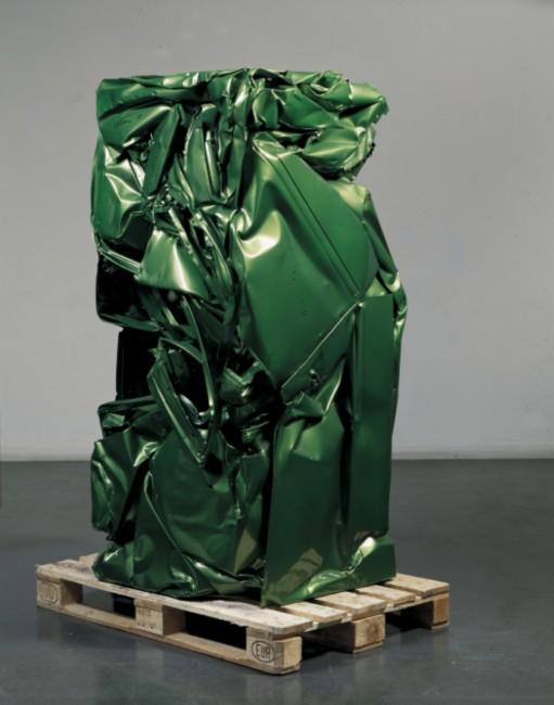 Suite Milanaise, Verde Wembley 396, 1998  lamiera compressa e verniciata 200 x 81 x 80 cm  Briosco, Fondazione Pietro Rossini