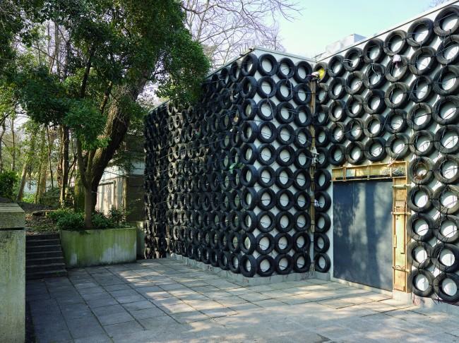 The Israeli Pavilion, Tire Wall, 2015, installaBon view, detail