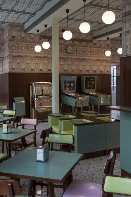 Bar Luce, Designed by Wes Anderson, Fondazione Prada Milano, 2015. Foto: Attilio Maranzano. Courtesy Fondazione Prada