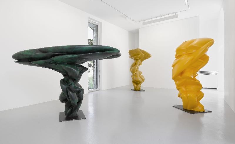 Tony Cragg, da sinistra a destra: Over the Earth (2014); Split Figure (2014); After We've Gone (2014). Lisson Gallery, 2015. Foto: Jack Reims