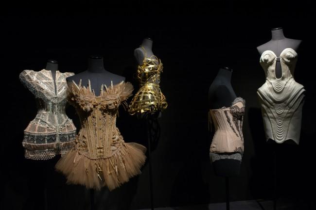 Veduta della mostra Jean Paul Gaultier (2) © Rmn-Grand Palais / photo François Tomasi