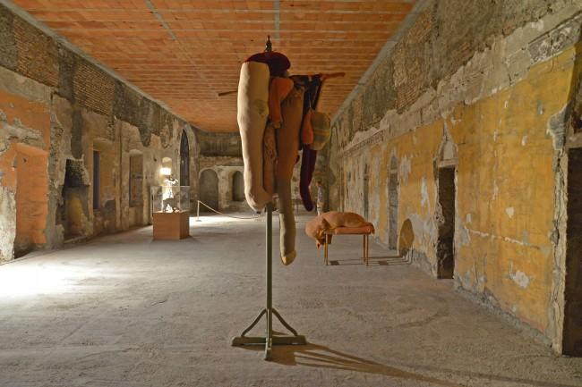 contemporary locus 8, Monastero del Carmine, vedutaEvgeny Antufiev, Untitled, 2013 Stoffa, filo / Fabric, thread, 65 x 65 x 36 cm. Courtesy Collezione Maramotti, Reggio Emilia