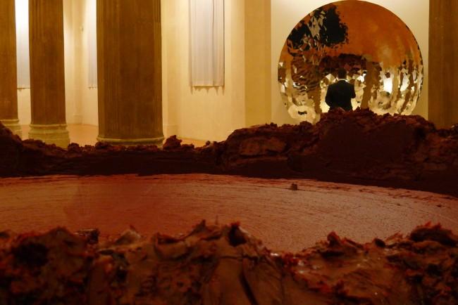 Panoramica durante la vernice della mostra Anish Kapoor, 2011, Rotonda della Besana, Milano Photo: Andrea Melzi