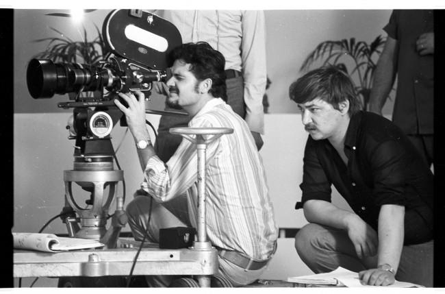 """Rainer Werner Fassbinder e Michael Ballhaus sul Set di """"Warnung vor einer heiligen Nutte"""" 1970/71 © Deutsches Filminstitut, Frankfurt am Main, Foto: Peter Gauhe"""