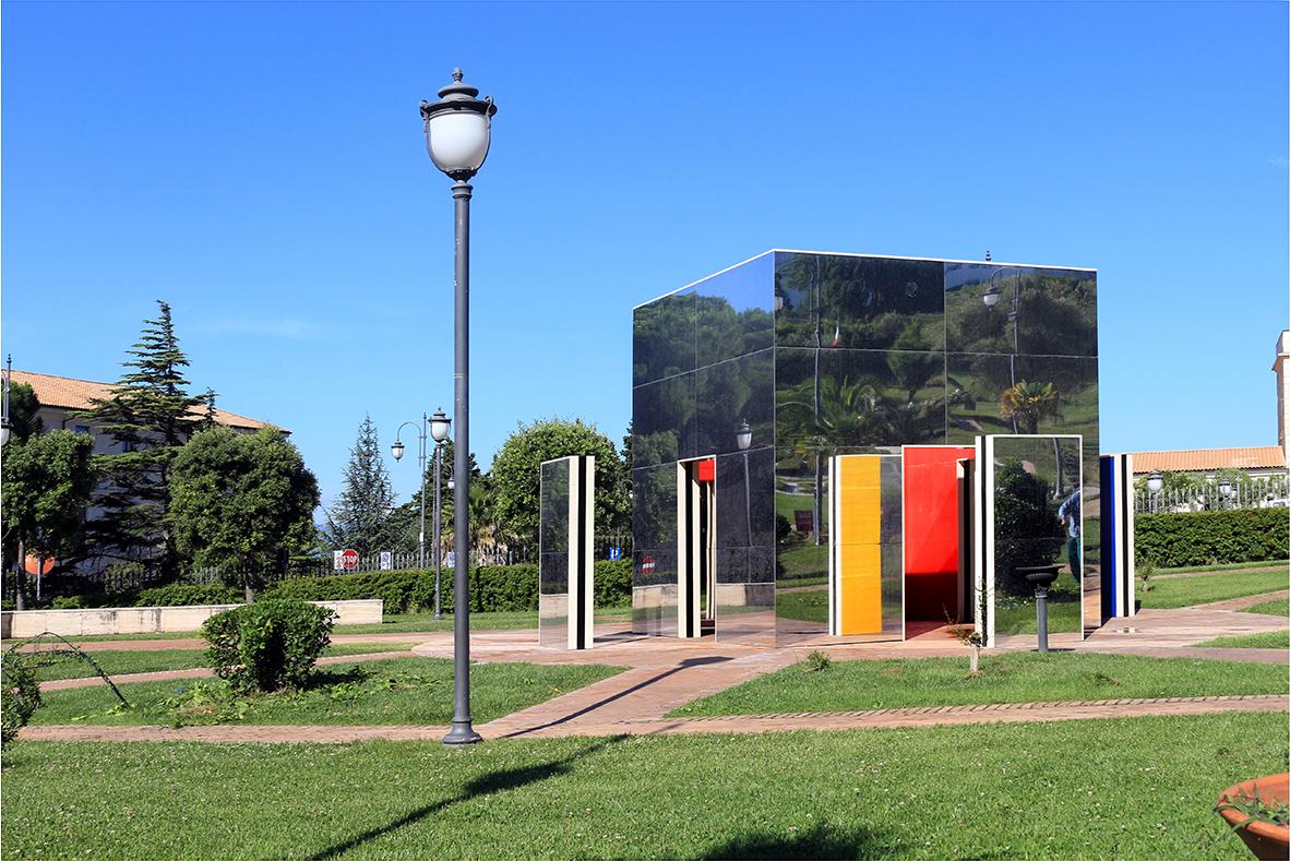 Daniel Buren, Cabane éclatée aux 4 couleurs: travail in situ, 2012, Parco Internazionale della Scultura, Foto di Antonio Renda