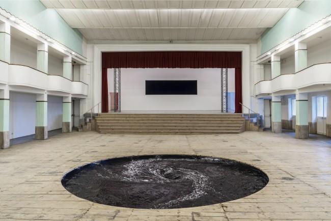 Anish Kapoor - 2015 Descension. Courtesy the artist e Galleria Continua -San Gimignano,Beijing, Les Moulins Foto Ela Bialkowska, OKNO STUDIO