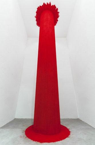 Anish Kapoor - Endless Column 1992, Vetroresina e pigmento, 400 x 60 x 60 cm