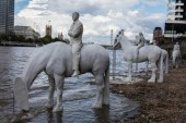 The Rising Tide: le sculture di Jason deCaires Taylor nel Tamigi