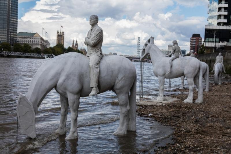 Le sculture con la bassa marea. Foto: Jason deCaires Taylor